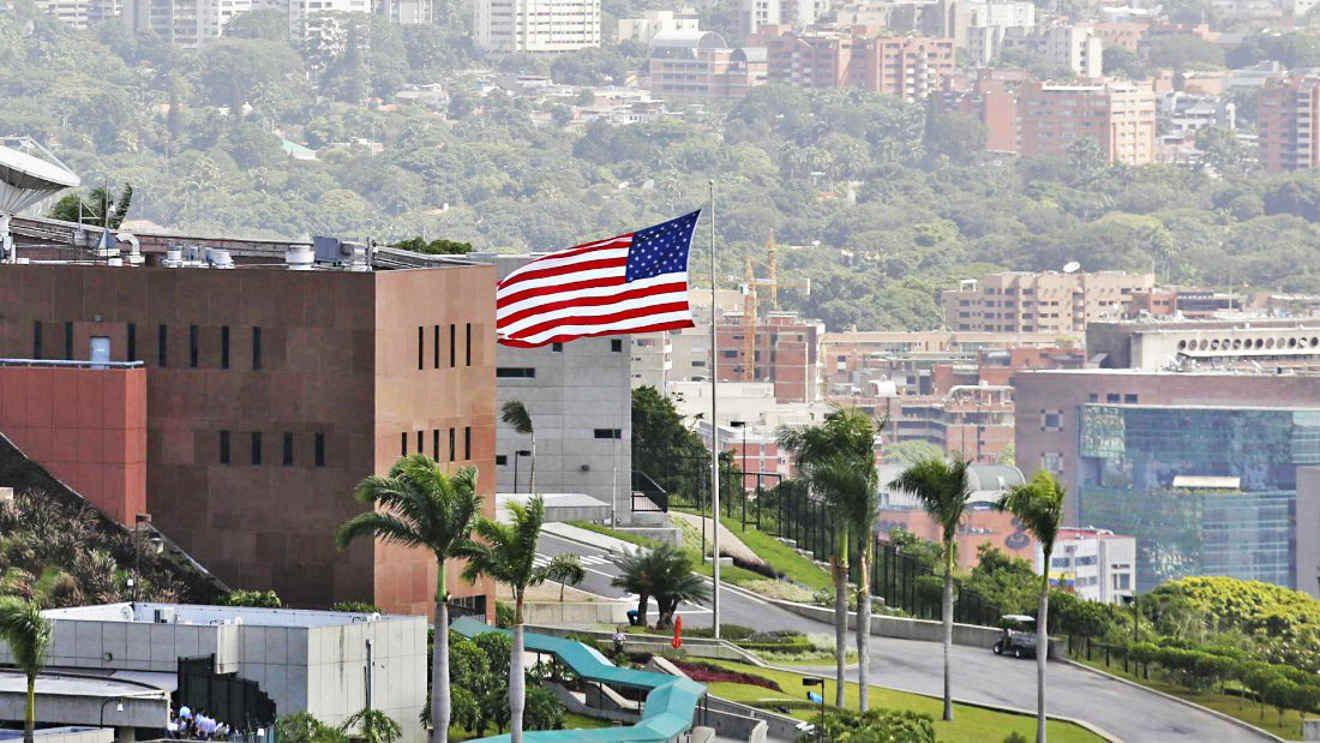 Guaidó aumenta presión contra Maduro con marcha y amnistía