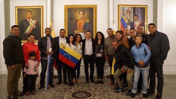 Delegación diplomática de Venezuela en Bolivia regresa al país