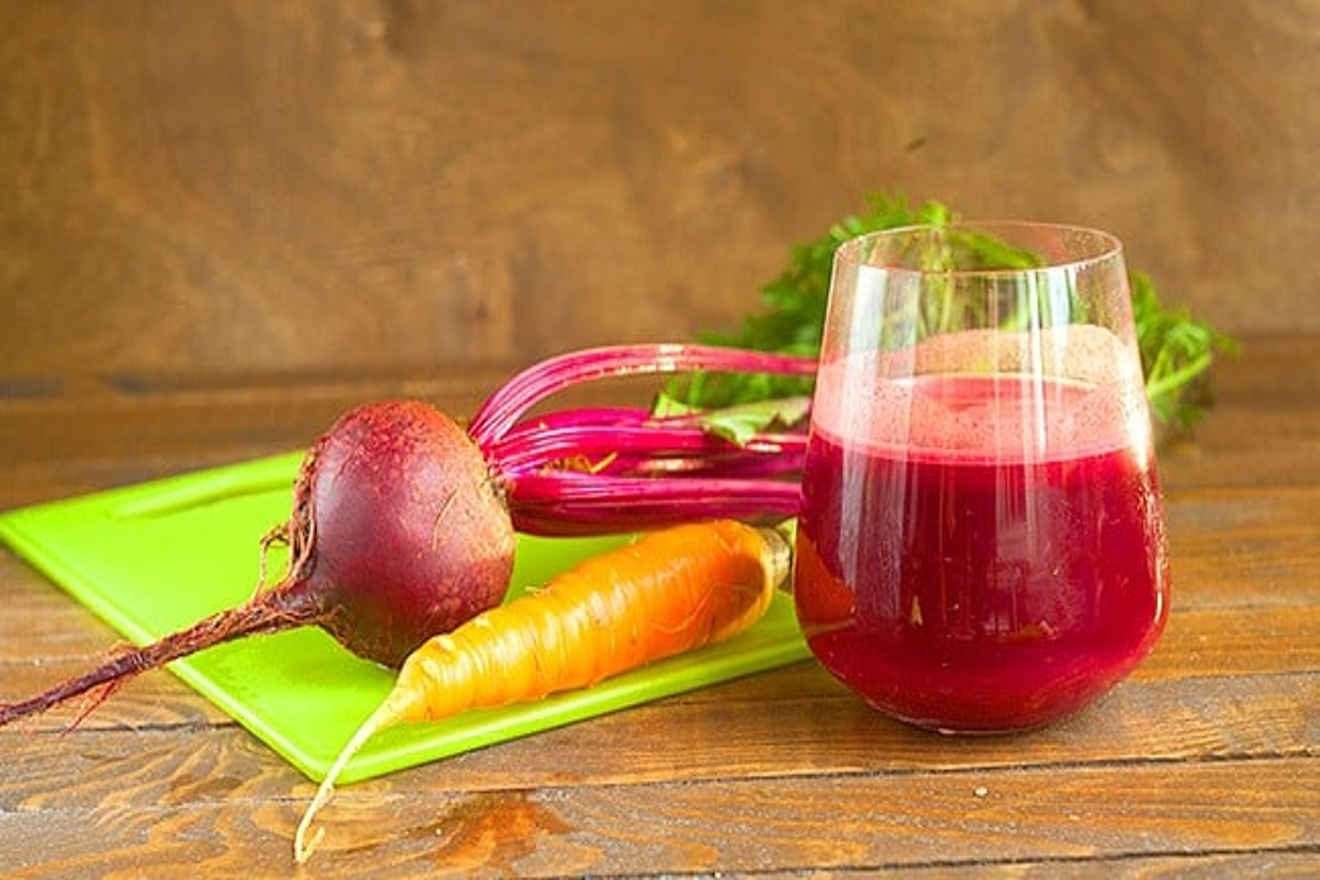 Jugo De Zanahoria Y Remolacha / • obtenga el jugo de las zanahorias y de las remolachas.